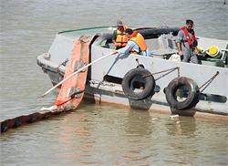 مانور مقابله با آلودگی دریایی در بندرخرمشهر انجام شد