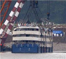 گزارش تصویری غرق کشتی سیاحتی در چین