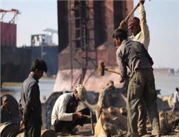 مرگ یک کارگر در کشتی سازی بنگلادش